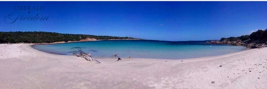spiaggia del relitto a caprera